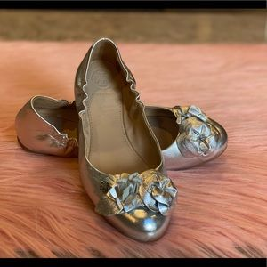 RARE! Tory Burch Blossom Ballet Flat Silver Size 6